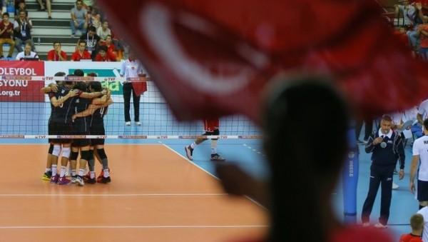 Türkiye: Belarus'u 3-0 mağlup etti, 23-25 Eylül'de Hollanda'da oynanacak.