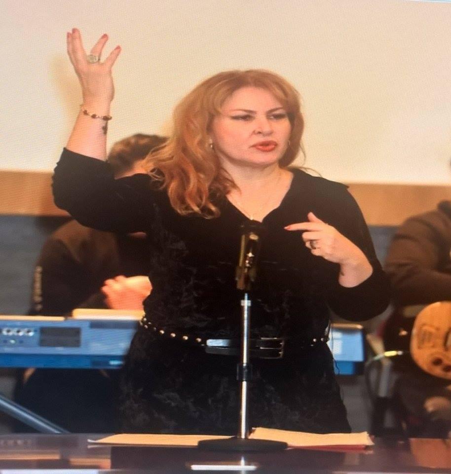 ÜNLÜNU Astrologu  Görkem YÜCE' ye Hollanda daki Türk bayanları sevgi gösterisinde bulundular