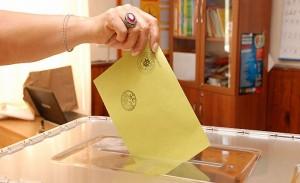 Hollanda'da 24 Haziran oy kullanması için temsilciliklerde çalışmalar son aşamaya geldi.