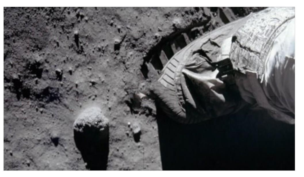 İçinde Ay tozu olan çanta satıldı