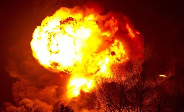 Hollanda'da Yangın Çıkan Rafineri Kapatıldı