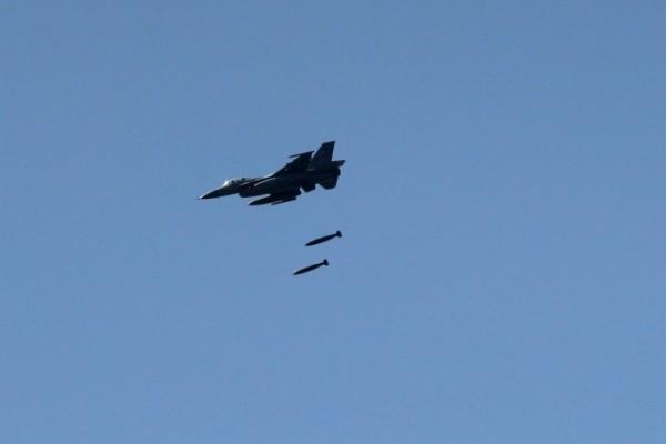 İsrailuçakları Gazze'yi bombaladı.