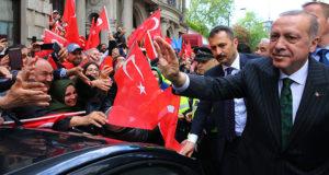 Cumhurbaşkanı Erdoğan'a Londra'da sevgi seli
