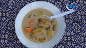 Endonezya'da iftar sofrasının vazgeçilmezi muz çorbası