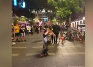 Hollanda'da polisin şiddet uyguladığı genç kızla ilgili detaylar ortaya çıktı