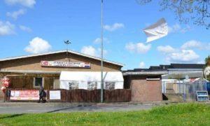 Dordrecht kentindeki camide Perşembe gecesi çıkan bıçaklı kavgada 2 kişi yaralandı.