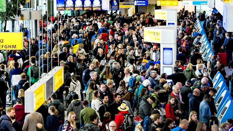 Amsterdam'da Yüzlerce Uçuş İptal Edildi Amsterdam