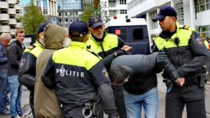 Hollanda'da tekbir getiren bir kişinin gözaltına alındığı bildirildi.