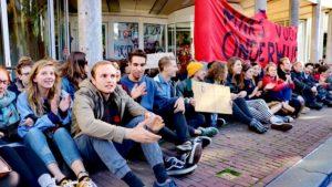 Amsterdam'da öğrenciler bir üniversiteyi işgal etti