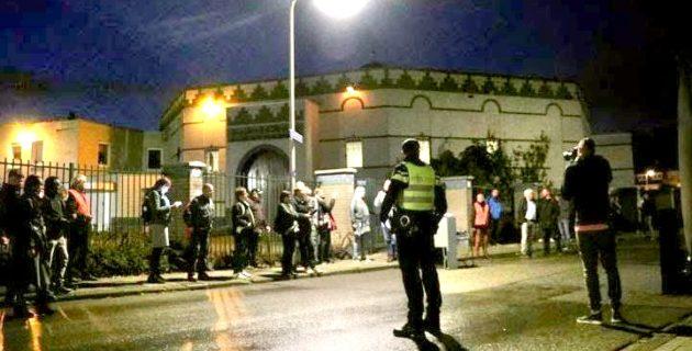 """Hollanda'da Cami Önünde """"İslam Karşıtı"""" Gösteri"""