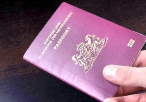 Hollanda'nın İlk Cinsiyetsiz Pasaportu Verildi