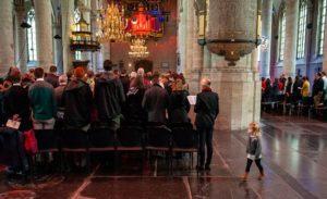 Hollanda'da Kiliseye Sığınan Ailenin Sınır Dışı Edilmesini Engellemek İçin 800 Saattir Ayin Yapiyorlar