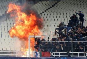 Ajax taraftarları Yunan polisinden dayak yedi