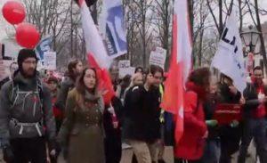 """Hollanda'da Öğrencilerden """"Eğitim Bursu"""" Protestosu"""