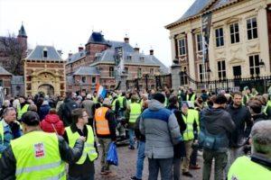 Sarı Yelekliler'in protestosu Hollanda'ya sıçradı