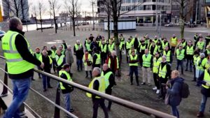 Hollanda'da Sarı Yelekliler Hükümetin Politikalarını Protesto Etti