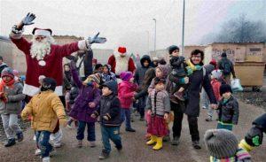Hollandali Grup 150 Mülteciyi Yunanistan'dan Ülkelerine Götürmek Istiyor