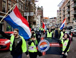 HOLLANDA'DA POLİS İLE SARİ YELEKLİLER ARASİNDA KAVGA