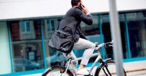 Hollanda bisiklette cep telefonu ile konuşmayı yasaklayacak