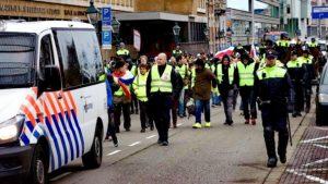 HOLLANDA'DA 'SARI YELEKLİLER' RUTTE HÜKÜMETİNİ PROTESTO ETTİ