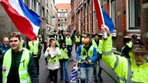 Hollanda'da 14 Kent 'Sarardı': Rutte Defol Git!