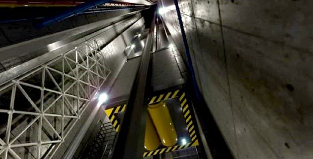 Hollanda'da İçinde 14 Kişi Bulunan Asansör Altıncı Kattan Düştü.