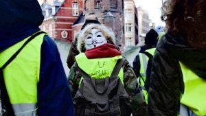 Hollanda'da 'Sarı Yelekliler' 16 Kentte Sokağa Çıktı