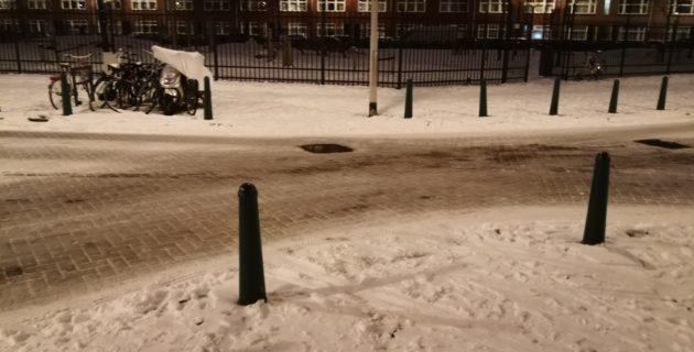 Hollanda'da Kar Nedeniyle Trafikte Aksama Yaşandı