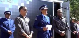 Müslüman polis şefi gözyaşlarına hakim olamadı!