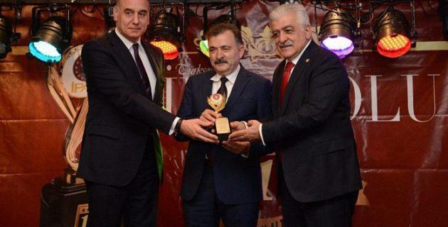 Turgut Torunoğulları'na Yılın İşadamı Ödülü Verildi