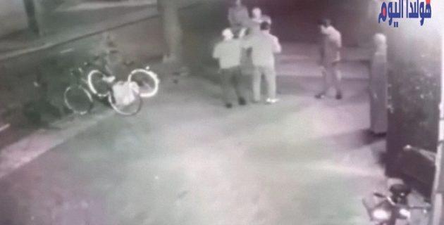 Camide ibadet yapanlara çirkin saldırı
