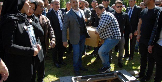 TC . Deventer Baskonsoloslugu Çalisanlari Is Arkadasinin Cenaze Namazina Katildilar