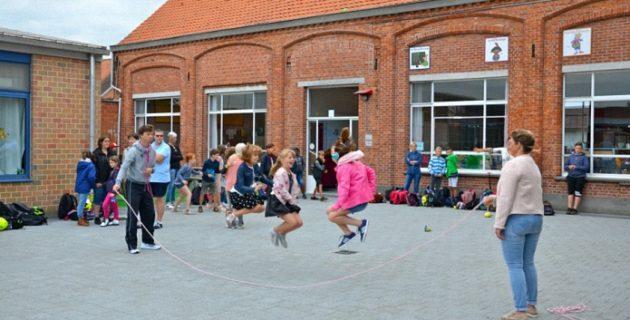 Hollanda'da 'gürültücü' çocuklara ilkokulun oyun alanı yasaklandı