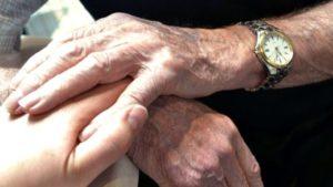 """Hollanda'da """"yaşamaktan bıkan yaşlılara ötanazi"""" tartışması"""