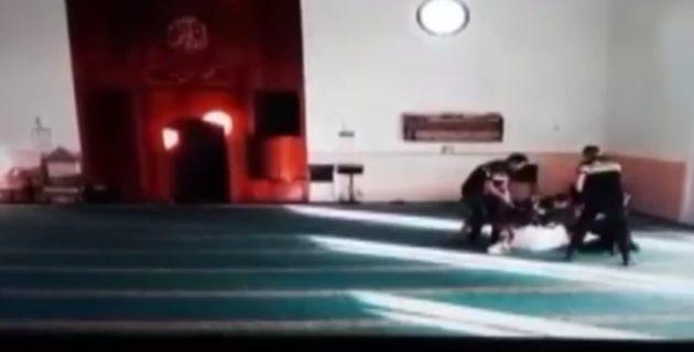 Camiye ayakkabı ve köpeğiyle baskın Hollanda polisine tepki