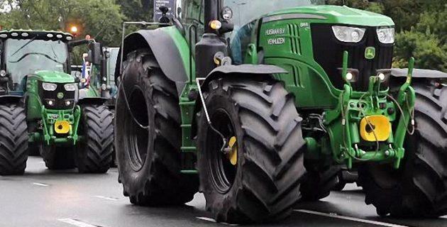 Hollandalı çiftçilerden protesto, Çiftçiler traktörlerle yolu kapattı