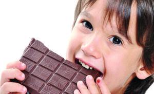 Çocuğunuzun başı çikolata yedikten sonra ağrıyorsa dikkat!