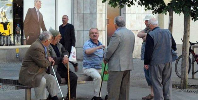 6 aydan fazla Türkiye'de kalan yaşlılara oturum hakkı konusunda esnek davranılmalı!