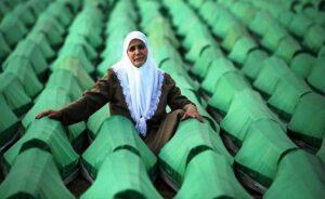 Hollanda'dan Srebrenitsa kurbanlarının yakınları için tazminat komitesi…