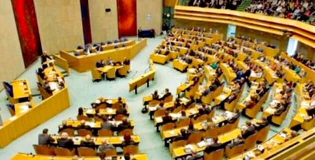 Hollanda parlamentosu Ermeni soykırımını tekrar kabul etti.