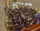 Hollanda'nın Utrecht kentinde bazı kafe ve restoranlar 'koronavirüs deneyi' için 4 günlüğüne açıldı