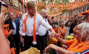 Hollanda Kralı sosyal mesafeye uymadı, hükümet tepki gösterdi: Kurallar herkes için geçerli
