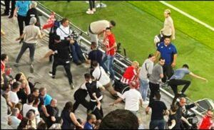 PSV-Galatasaray maçında ortalık karıştı! Galatasaray taraftarlarına çirkin saldırı
