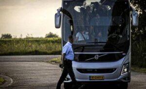 Hollanda'da Afgan sığınmacıları protesto gösterisi kontrolden çıktı, acil durum ilan edildi