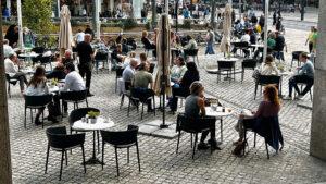 Hollanda'da sosyal mesafe kuralı kalktı, 'korona kartı' uygulaması başladı
