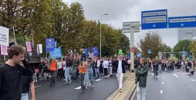 Hollanda'da etkinlik ve eğlence sektörünün tekrar açılması için Kovid-19 önlemleri protesto edildi