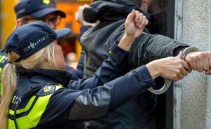 Hollanda'da geçici hükümetin Başbakanı Rutte'yi tehdit eden kişiye hapis cezası